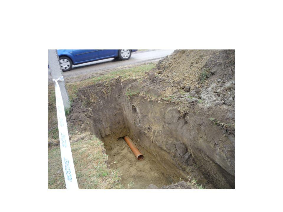 Betonozás zsaluzat és betonacél szerelés ellenőrzése után legalább 0,80 m széles, leesés és megcsúszás ellen biztosított munkaterület, betonozó konzol, állványok vagy pódium
