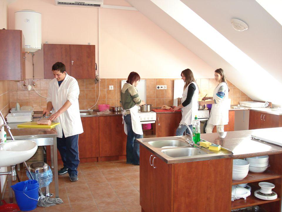 I. Tagintézmény Szakiskola 9-10 évfolyamos általános műveltséget megalapozó nevelés-oktatás 11-12. évfolyamos falusi vendéglátó OKJ-s szakmai vizsgára