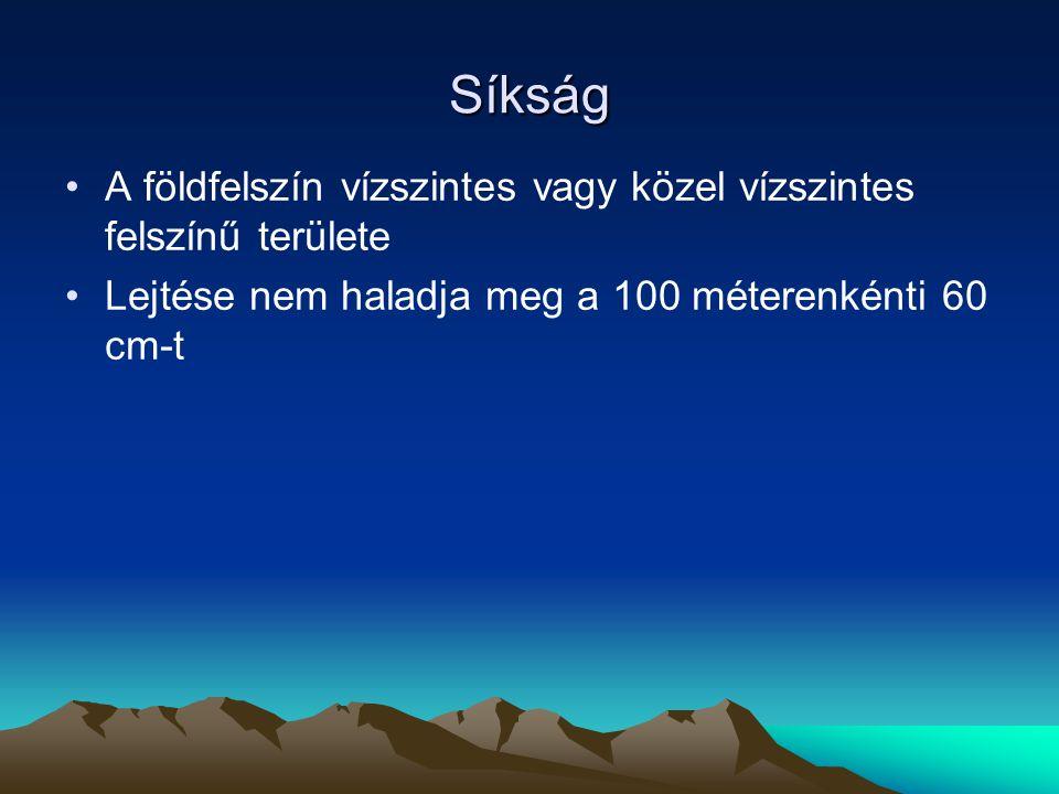 Síkság A földfelszín vízszintes vagy közel vízszintes felszínű területe Lejtése nem haladja meg a 100 méterenkénti 60 cm-t