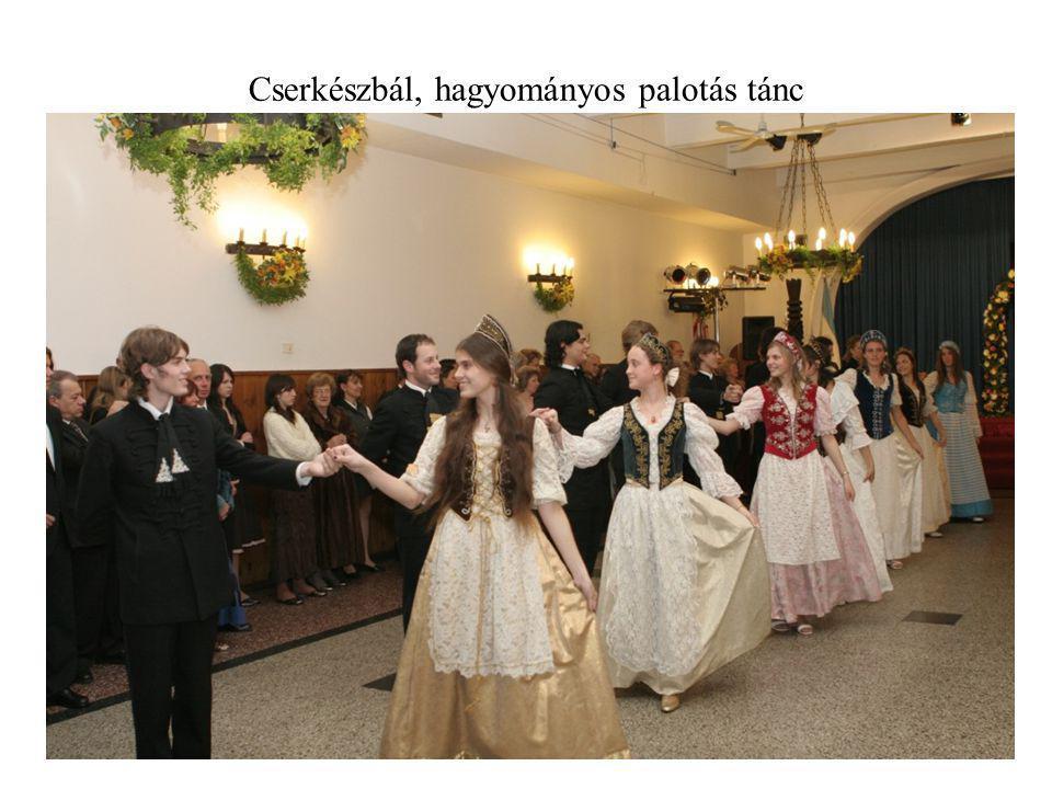 Cserkészbál, hagyományos palotás tánc
