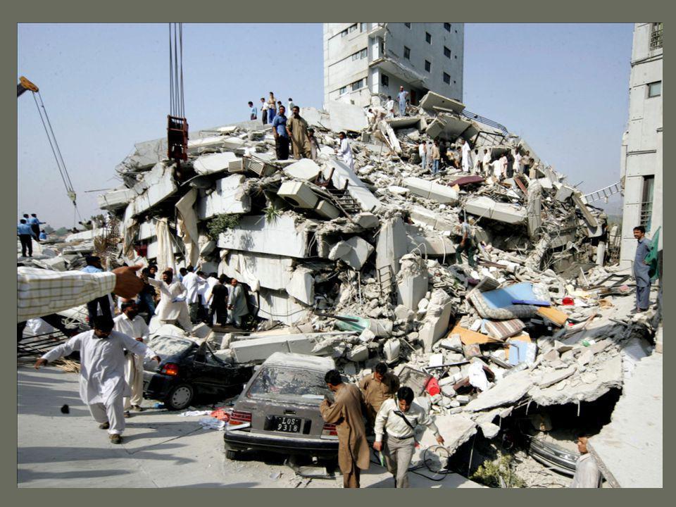 Ez nem a te szobád, csak a földrengés átrendezte egy kicsit ezt a kéglit.