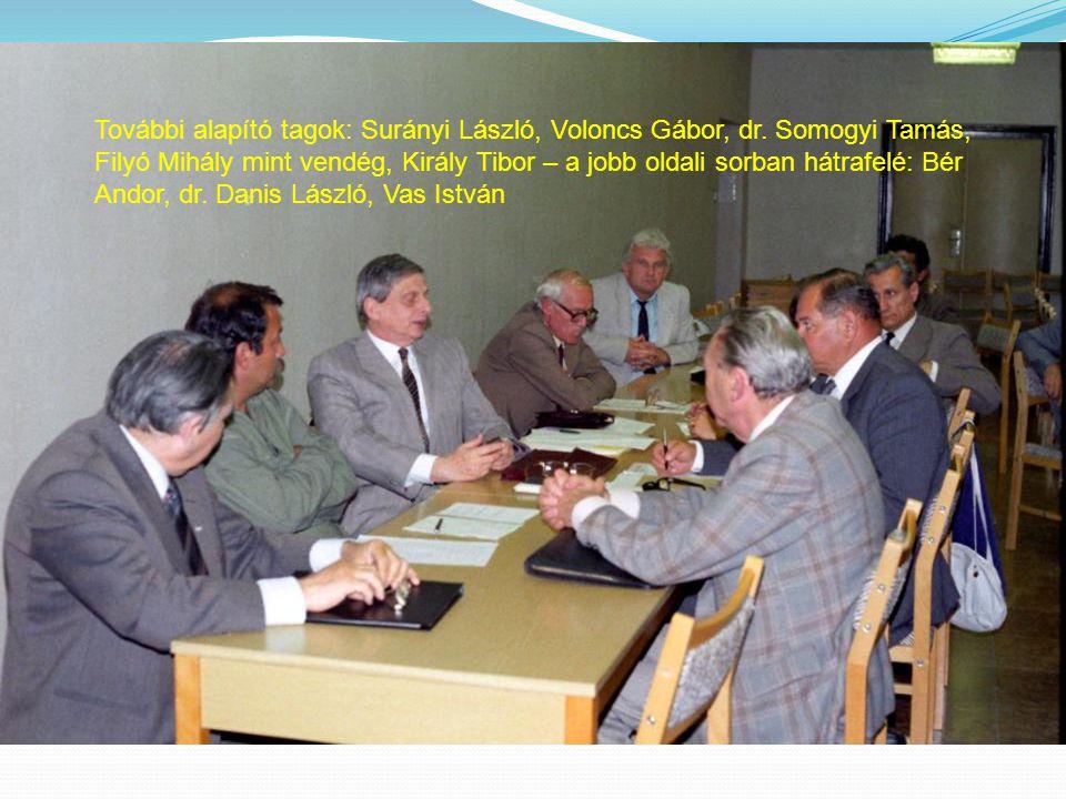 További alapító tagok: Surányi László, Voloncs Gábor, dr. Somogyi Tamás, Filyó Mihály mint vendég, Király Tibor – a jobb oldali sorban hátrafelé: Bér