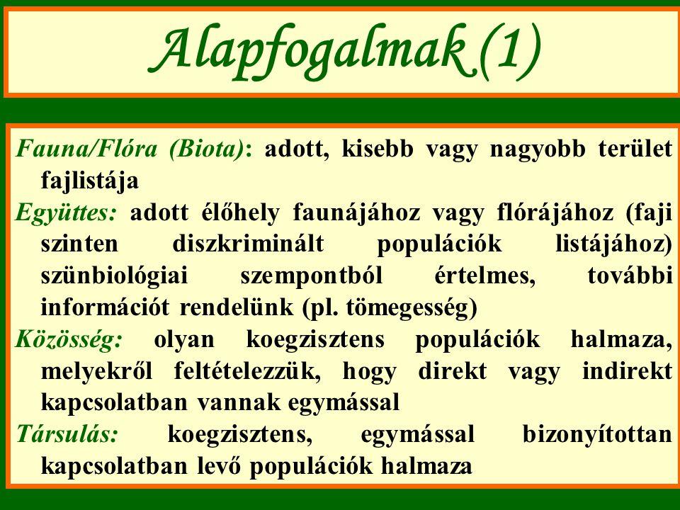 Alapfogalmak (1) Fauna/Flóra (Biota): adott, kisebb vagy nagyobb terület fajlistája Együttes: adott élőhely faunájához vagy flórájához (faji szinten diszkriminált populációk listájához) szünbiológiai szempontból értelmes, további információt rendelünk (pl.
