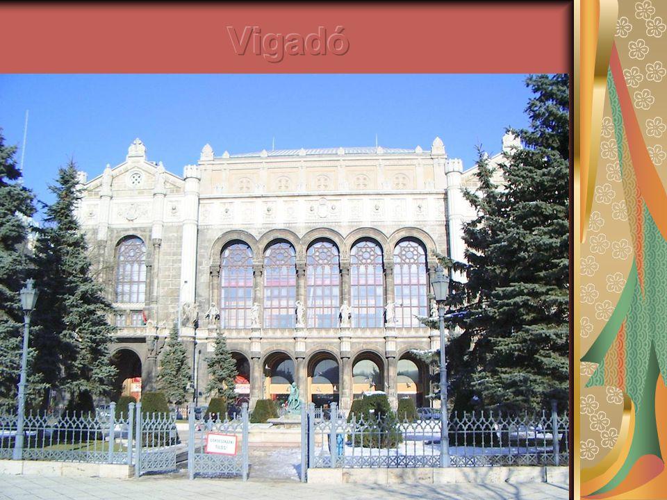 Budapest legszebb koncertépülete, a pesti Dunakorzó mentén fekvő Vigadó.
