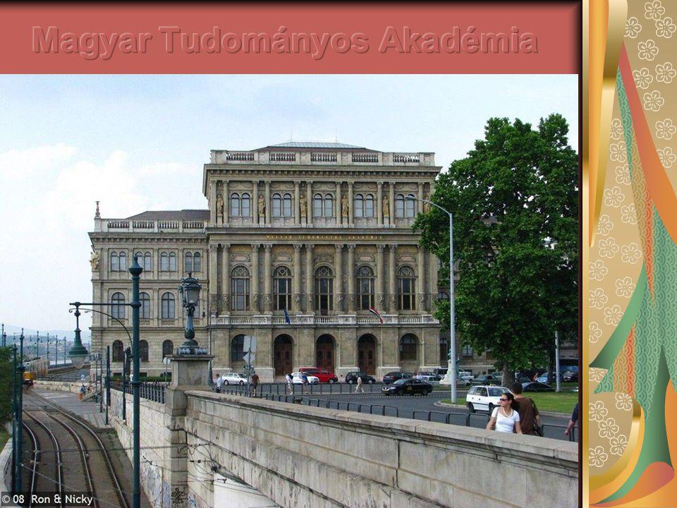 Magyar Tudományos Akadémia Az Akadémia Roosevelt téri épülete Budapest első neoreneszánsz műemléke, 1865-ben adták át.
