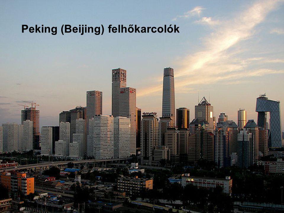 Peking – Hutong Pekingben a gyorsan növekvő felhőkarcolók árnyékában és a tiltott város környezetében terül el Hutong a hagyományos kínai település, amely egyben a kínai életmód hagyományait is jelenti.