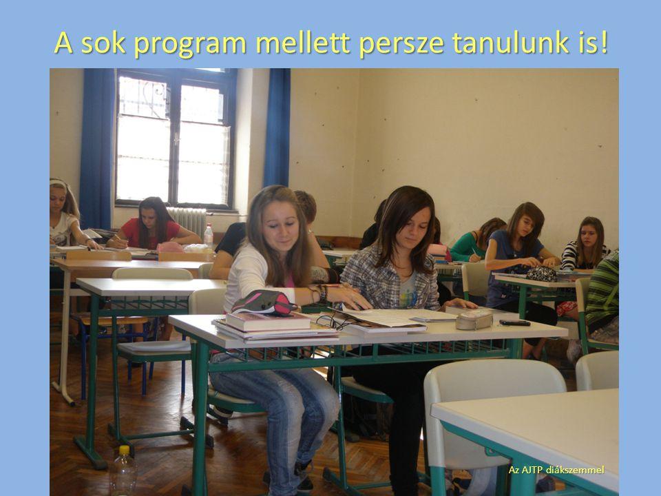 A sok program mellett persze tanulunk is! Az AJTP diákszemmel