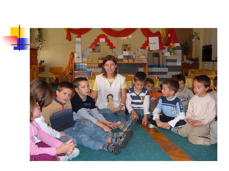 A képzés tartalma: Ismerni kell az óvodáskorú gyermekek személyiségfejlődésének jellemzőit, Ismerni kell az óvodai tevékenységek tartalmát, (anyanyelvi nevelés, játék, mese-vers, ének-zene, vizuális tevékenység, mozgás, és környezet tevékeny megismerése) tervezését, módszereit.