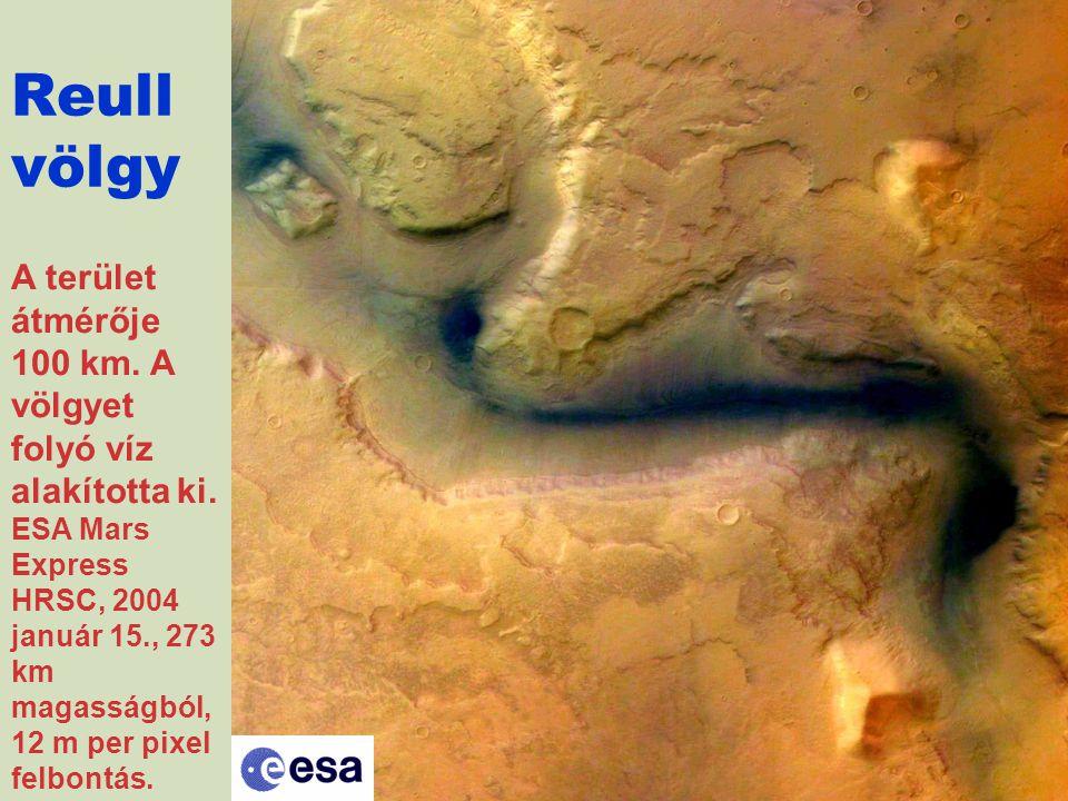 A terület átmérője 100 km. A völgyet folyó víz alakította ki. ESA Mars Express HRSC, 2004 január 15., 273 km magasságból, 12 m per pixel felbontás. Re
