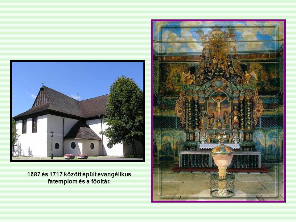 1687 és 1717 között épült evangélikus fatemplom és a főoltár.