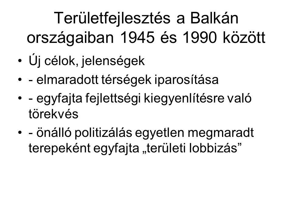 Iparosítás, urbanizáció az agrárnépesség aránya a Balkán országaiban 1930-1980 OrszágAgrár népesség 1930 % Agrár népesség 1980 % Változás % Albánia9060,3- 29,7 % Bulgária7433,3- 40,7 % Görögország6037,2- 22,8 % Jugoszlávia7737,4-39,6 % Románia7147,2- 23,8 %