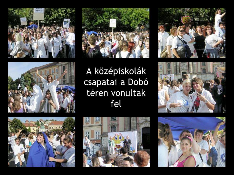 A középiskolák csapatai a Dobó téren vonultak fel