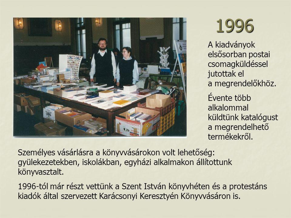 A kiadványok elsősorban postai csomagküldéssel jutottak el a megrendelőkhöz.