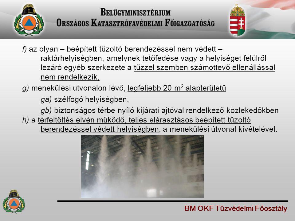 f) az olyan – beépített tűzoltó berendezéssel nem védett – raktárhelyiségben, amelynek tetőfedése vagy a helyiséget felülről lezáró egyéb szerkezete a