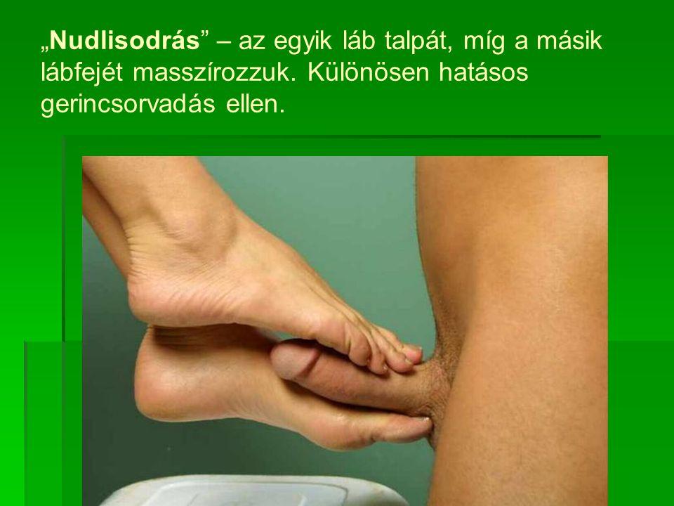 """""""Nudlisodrás – az egyik láb talpát, míg a másik lábfejét masszírozzuk."""