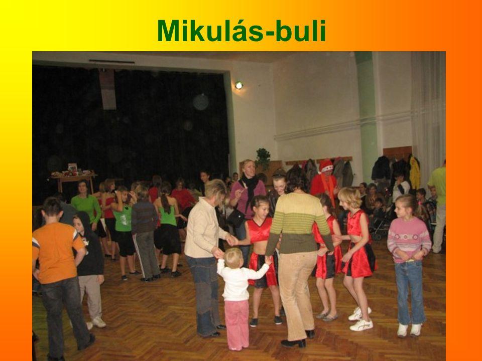Mikulás-buli
