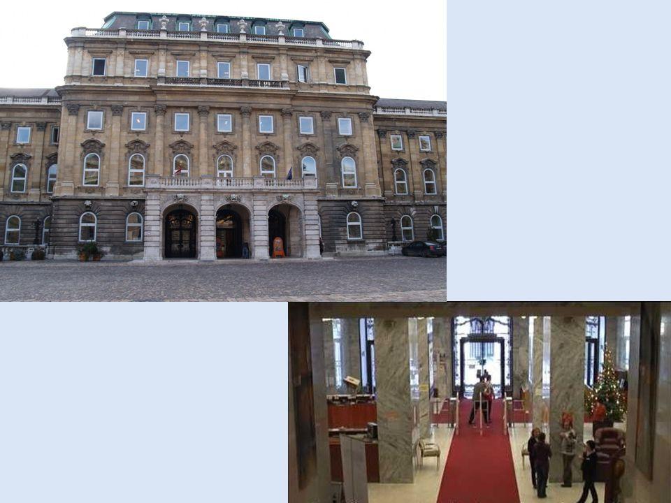 A restaurálás művészete Az Országos Szécheny Könyvtárban tartják A resturálás művészete című poszterkiállítás.
