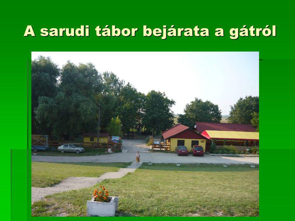 A sarudi tábor bejárata a gátról
