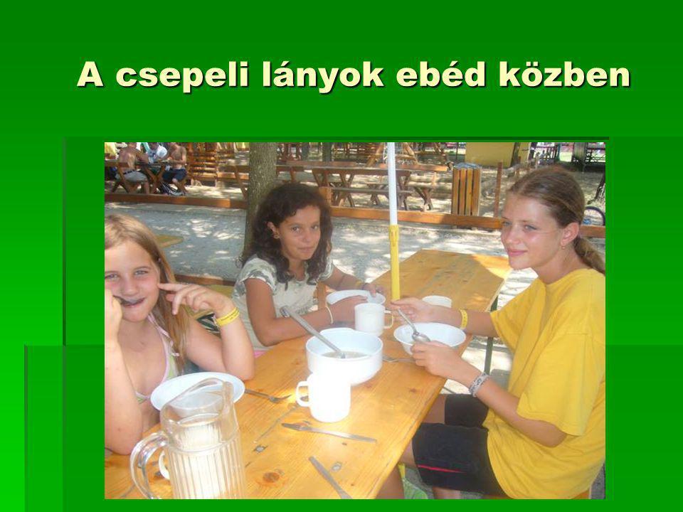 A csepeli lányok ebéd közben A csepeli lányok ebéd közben