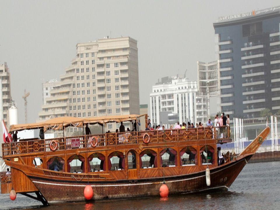 Dubai, igazából, két városból áll, Deirából és Dubaiból, a két városrészt a Creek öböl választja el. Deira-t tekinthetjük a pesti oldalnak, Dubai-t, p