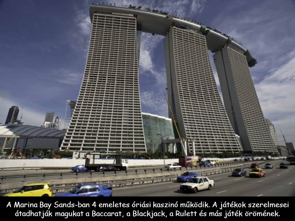 A Marina Bay Sands-ban 4 emeletes óriási kaszinó működik.