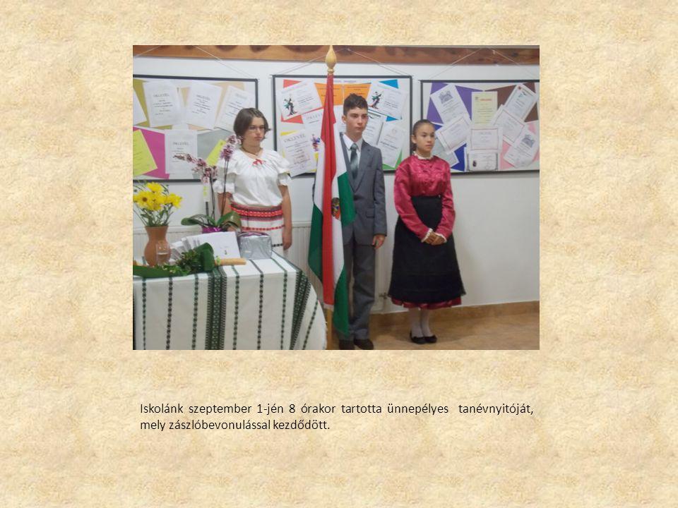 Iskolánk szeptember 1-jén 8 órakor tartotta ünnepélyes tanévnyitóját, mely zászlóbevonulással kezdődött.