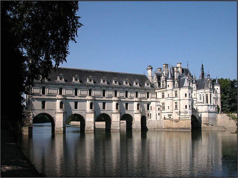 A kastély történetét általában nők jegyzik, akik tulajdonosai és építői voltak. Közöttük található Louise de Lorraine, III. Henrik felesége, akinek má