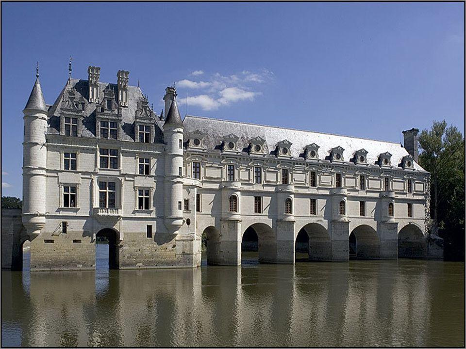 Claude Dupin, királyi főadóbérlő 1733-ban megvásárolta a kastélyt Bourbon hercegétől. Második felesége, Louise Dupin, fényes szalon tartott fenn; olya