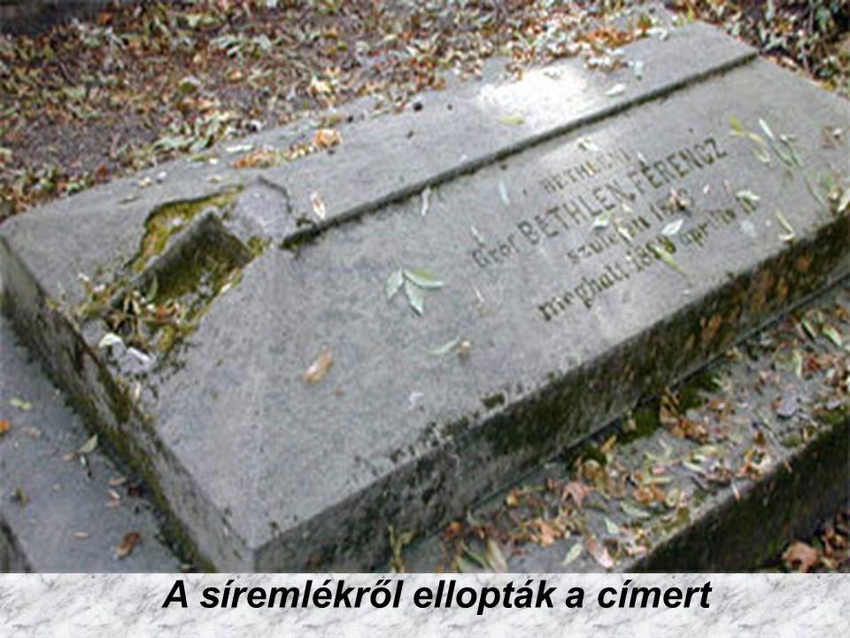 A sírokról ellopják a fém címereket, kereszteket, sok helyen a síremlékről leverik az eredeti elhunyt nevére utaló jelképeket, és újra feliratozzák. G