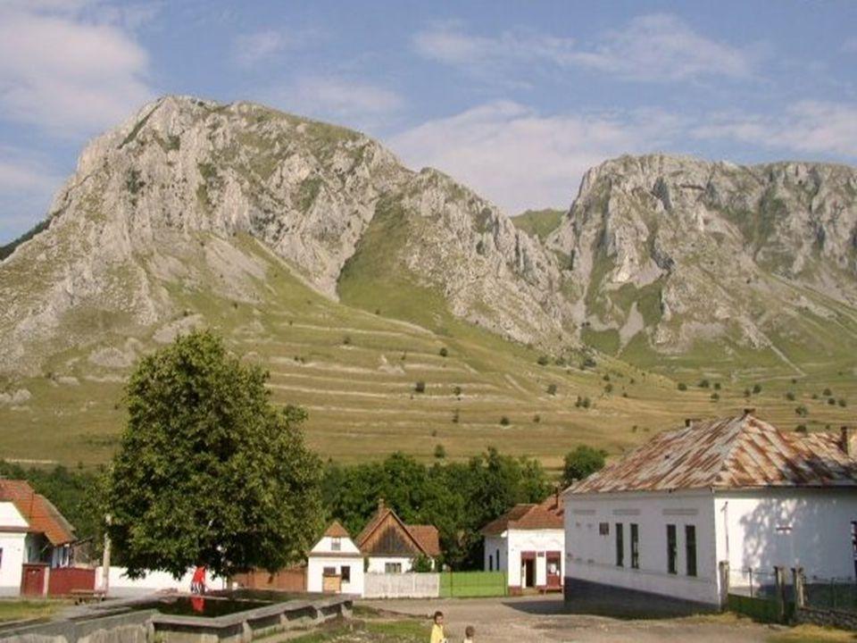 Torockó talán Erdély legszebb faluja, mind természeti fekvését, mind építészetét illetően. A település fölé emelkedő Székelykő jellegzetes formája mia