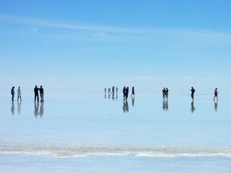 A sivatag területe 12000 négyzet kilométer és kb. 64 billió tonna sót tartalmaz.