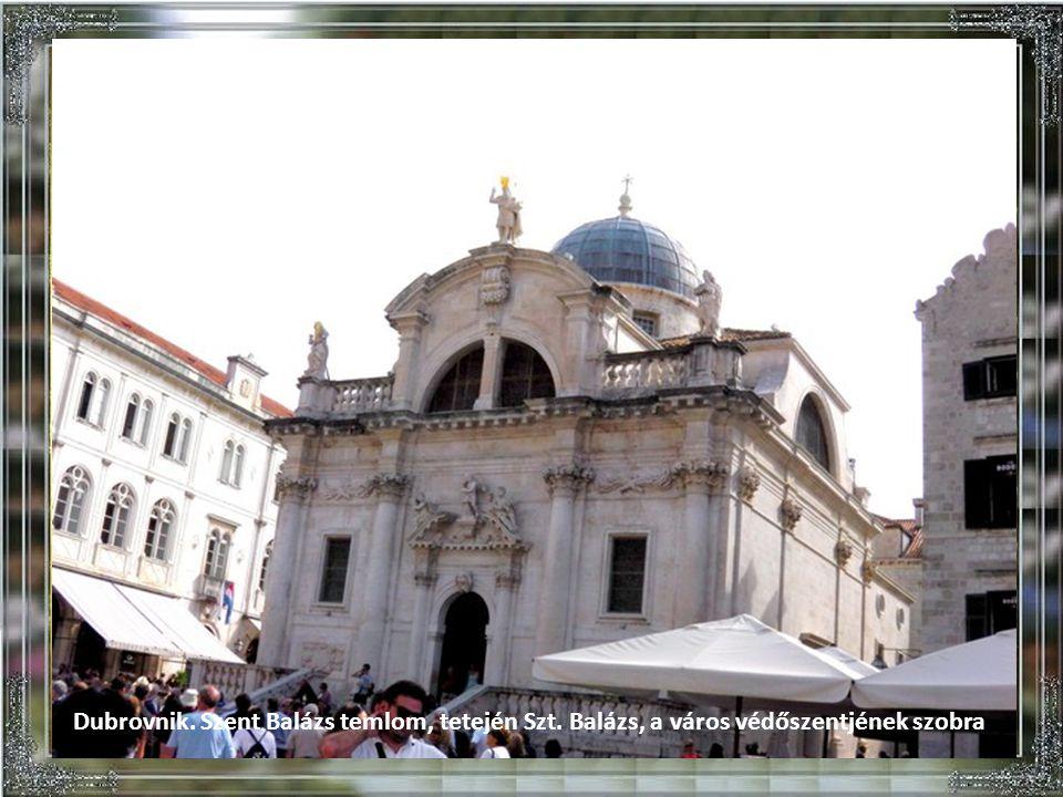 Dubrovnik. Látkép a várfalról.