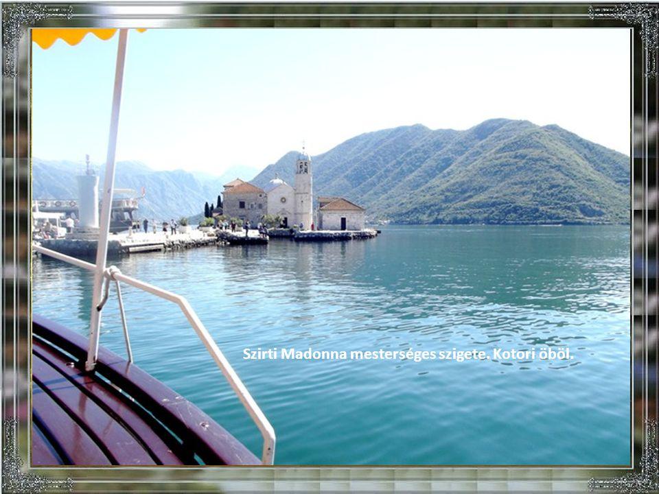 Szirti Madonna mesterséges szigete. Kotori öböl.