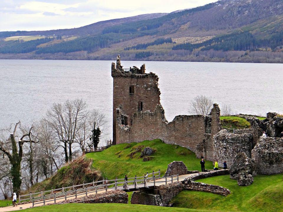 Voltaképpen II. Jakab száműzött brit uralkodónak és utódainak híveit nevezték jakobitáknak. Jelképük a fehér rózsa volt. A várat nem építették újjá, r