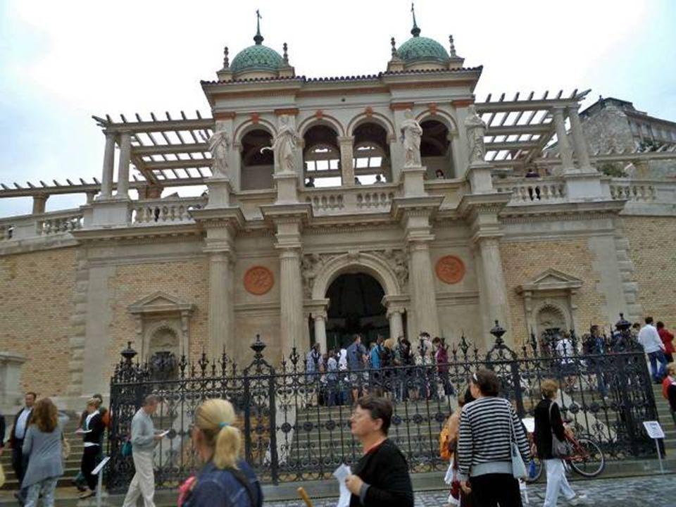 """A multifunkcionális rendezvényterem egyik részében a """"Budapest modell vagyis a főváros belső kerületeinek kicsinyített mása."""